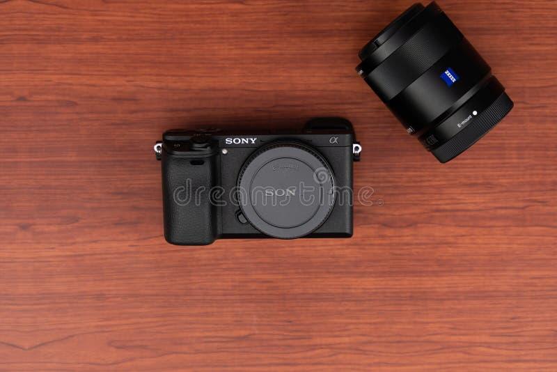 Lente Zeiss de Sony Alpha a6300 Mirrorless de la cámara imagen de archivo libre de regalías