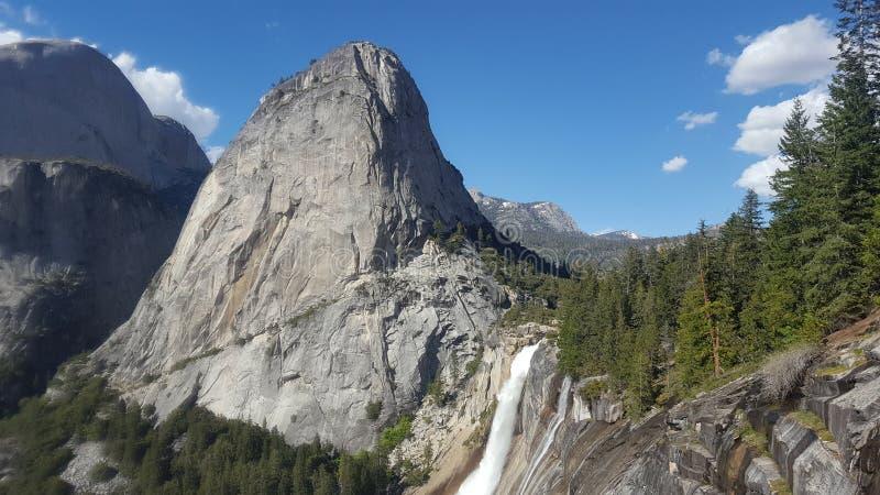 Lentedalingen en Nevada Falls royalty-vrije stock foto's