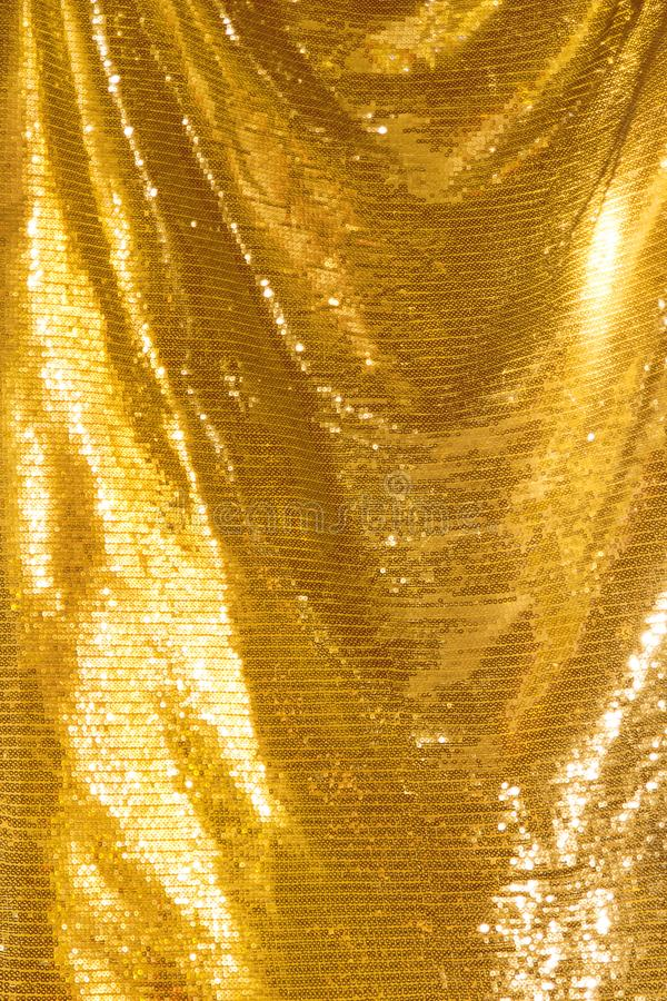 Lentejuelas de oro - materia textil con lentejuelas chispeante foto de archivo