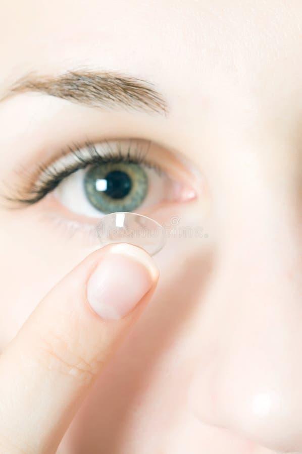 Lentes de contato para os olhos fotos de stock