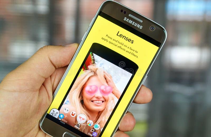 Lenti di Snapchat sul telefono cellulare fotografia stock libera da diritti