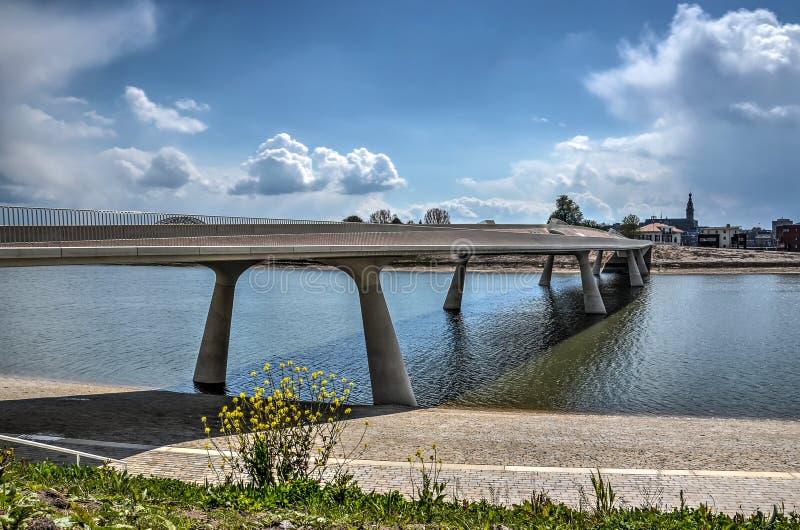 Lentloper most i miasto Nijmegen fotografia stock