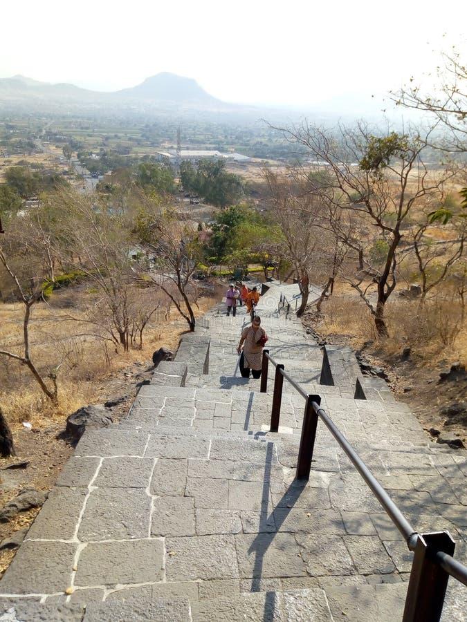 Lenyadri-Aufstieg Buddhistische Höhlen lizenzfreie stockfotos