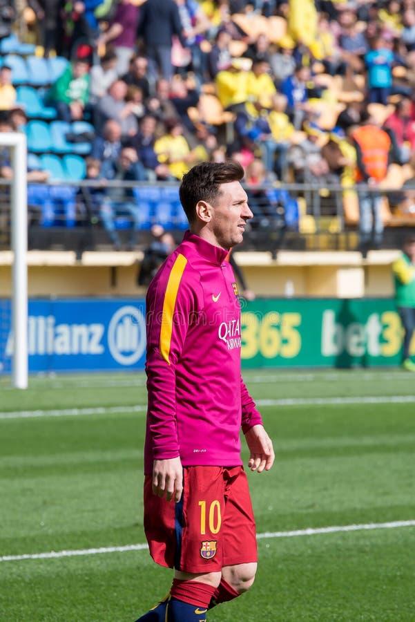 Leo Messi calienta antes del partido de Liga del La entre el Villarreal CF y el FC Barcelona en el estadio del madrigal del EL imagenes de archivo