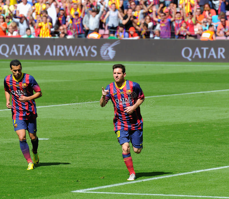 Leo Messi, F C El futbolista de Barcelona, celebra su meta contra Getafe Club de Futbol en el estadio de Camp Nou foto de archivo