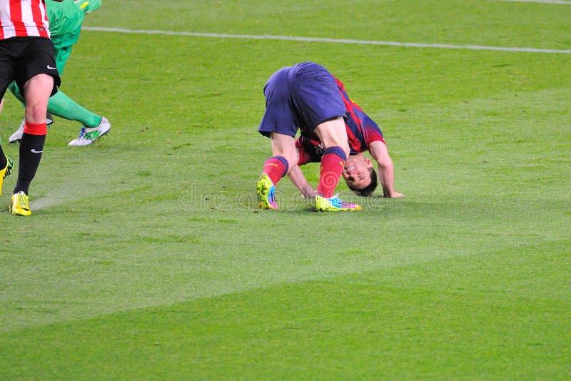 Leo Messi, F Il giocatore di C Barcellona, riceve un fallo fotografie stock