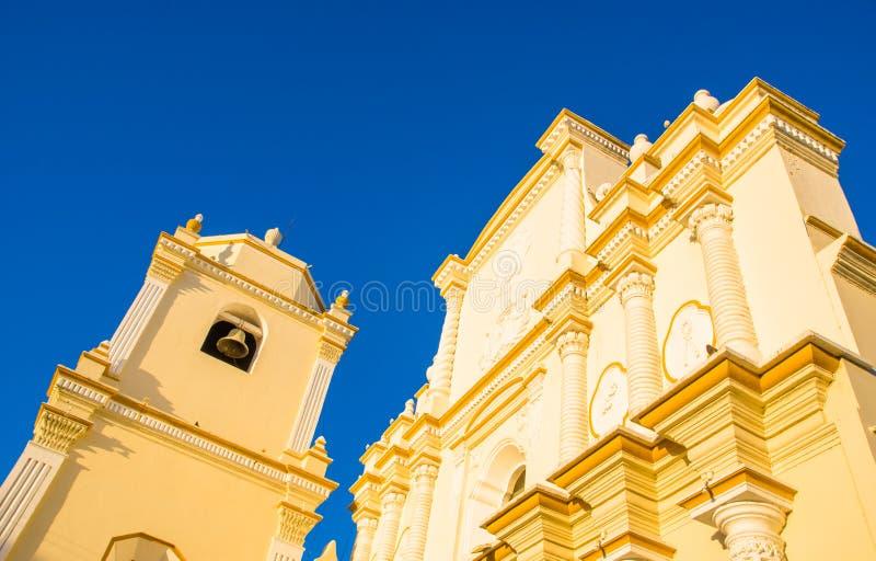 LEON, ΝΙΚΑΡΑΓΟΥΑ, 16 ΜΑΪΟΥ, 2018: Όμορφη υπαίθρια άποψη της μπροστινής πρόσοψης της εκκλησίας του Recoleccion, στο α στοκ εικόνες με δικαίωμα ελεύθερης χρήσης