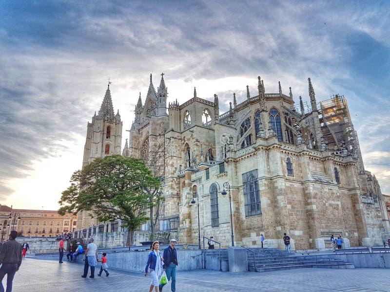 Leon Cathedral tijdens de zonsondergang stock fotografie