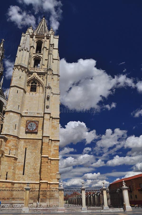Leon katedra, dzwonkowy wierza. Hiszpania fotografia royalty free