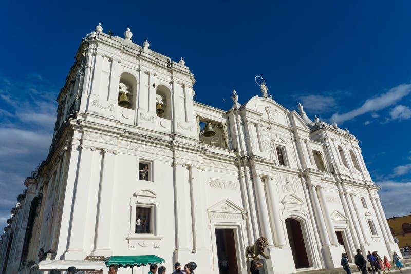 Leon, Nicarágua, março, 24, 2017: Opinião de Central Park da catedral O lugar o mais turístico em Leon, Nicarágua, América Centra fotos de stock royalty free