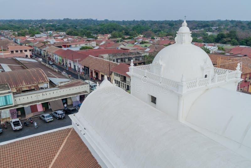 LEON, NICARAGUA - APRIL 25, 2016: Vergoelijkt dak van een kathedraal in Leon, Nicarag royalty-vrije stock fotografie