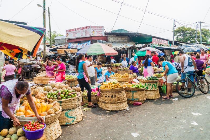 LEON, NICARAGUA - APRIL 25, 2016: Weergeven van Mercado-de Eindmarkt van La in Leon, Nicarag royalty-vrije stock afbeelding