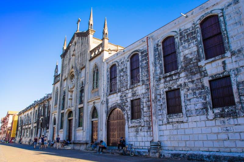 LEON, NICARAGUA, 16 MEI, 2018: Openluchtmening van de grootste Kathedraal van Midden-Amerika in een zonnige dag en een blauwe hem stock foto