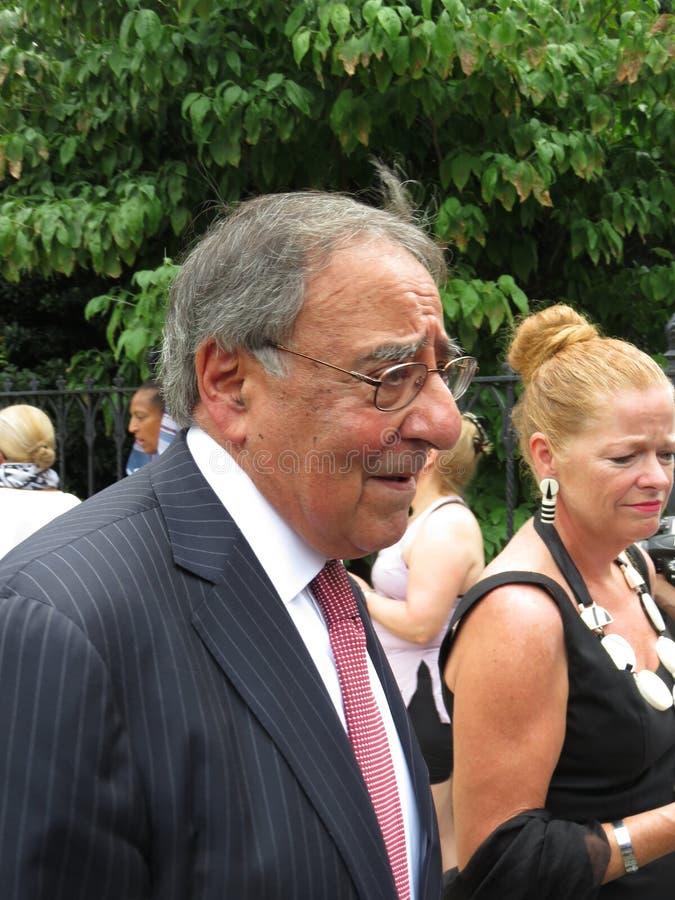 Leon Panetta After das Begräbnis lizenzfreie stockfotografie