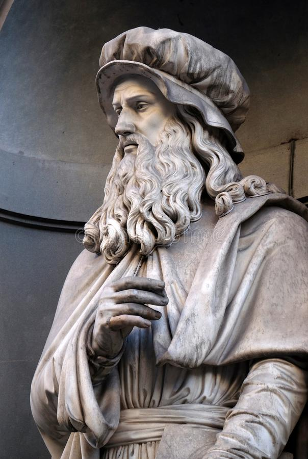 Leonardo Da Vinci, άγαλμα στις θέσεις της κιονοστοιχίας Uffizi στη Φλωρεντία στοκ εικόνα με δικαίωμα ελεύθερης χρήσης
