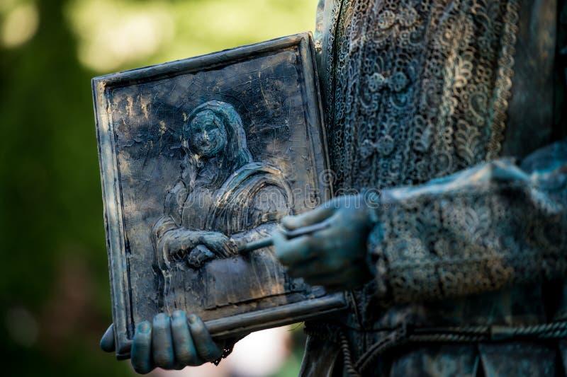 Leonardo Da Vinci 执行在生存雕象国际节日,布加勒斯特,罗马尼亚, 2017年6月期间的奥地利艺术家 库存照片