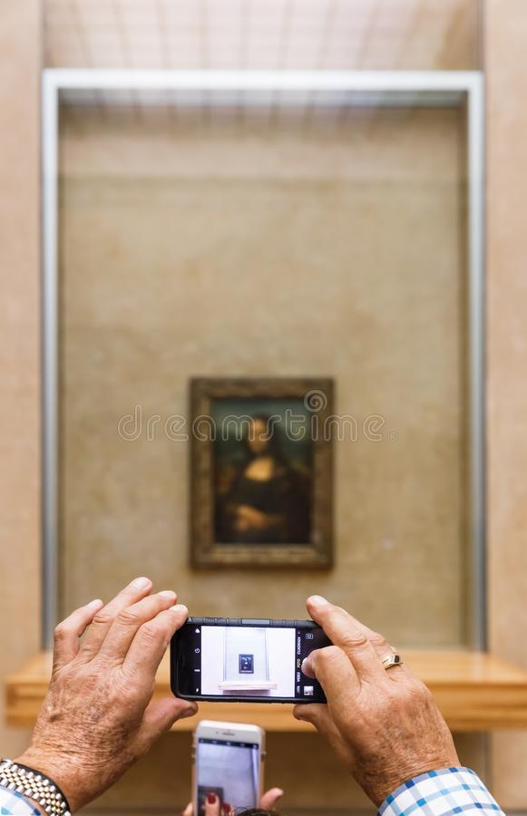 Leonardo Da Vinci-` s Mona Lisa am Louvre Museumn stockfoto