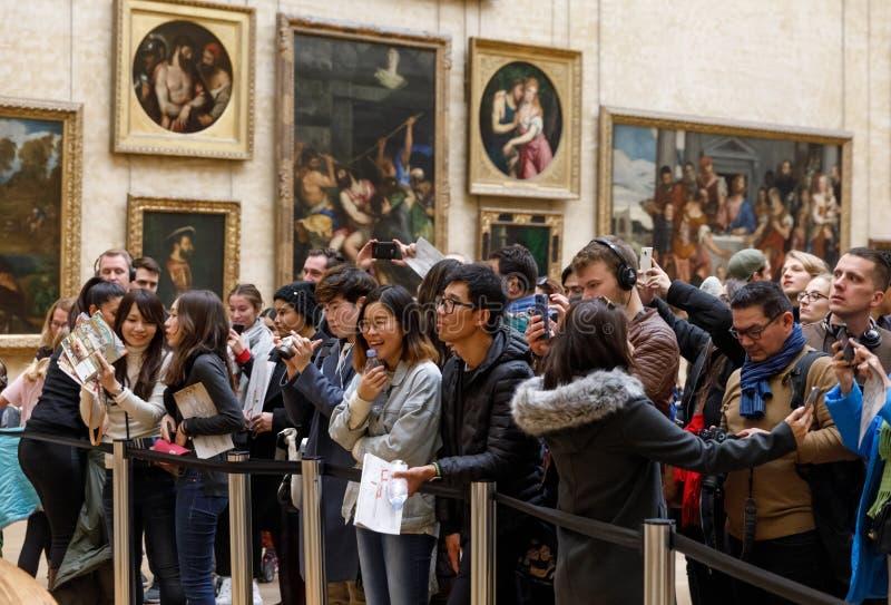 Leonardo Da Vinci-` s Mona Lisa am Louvre Museumn stockfotos