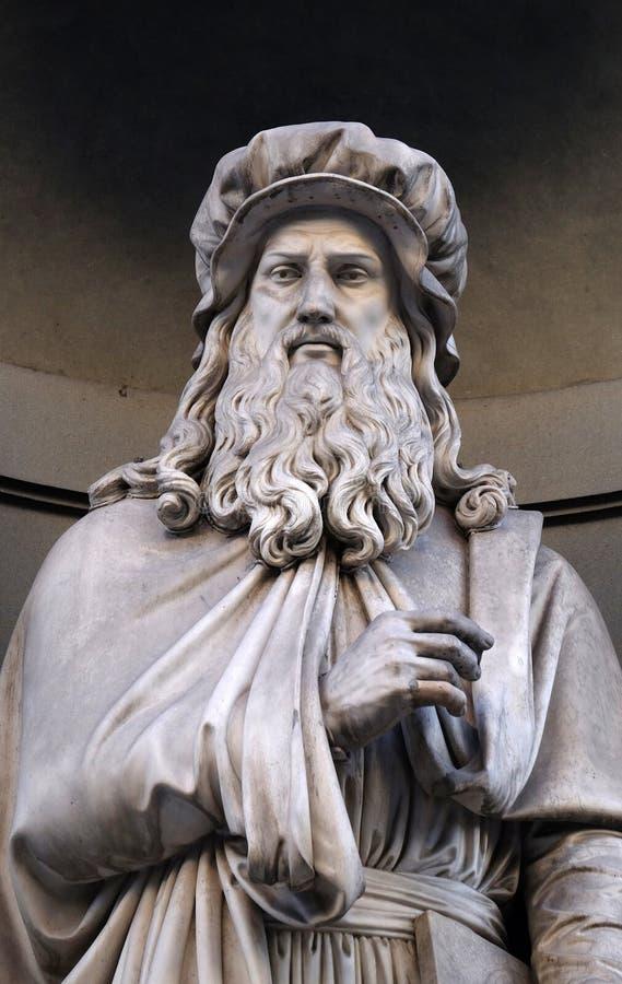 Leonardo da Vinci, Statue in den Nischen der Uffizi-Kolonnade in Florenz lizenzfreie stockfotografie