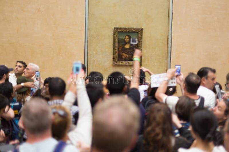 Leonardo da Vincis Mona Lisa im Louvre-Museum stockfotos