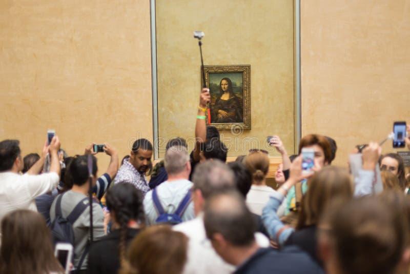 Leonardo da Vincis Mona Lisa im Louvre-Museum lizenzfreie stockfotos