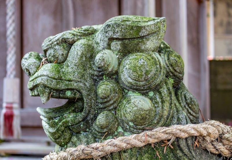 Leone-cane, o komainu, ad un santuario shintoista a Kanazawa, il Giappone immagini stock libere da diritti