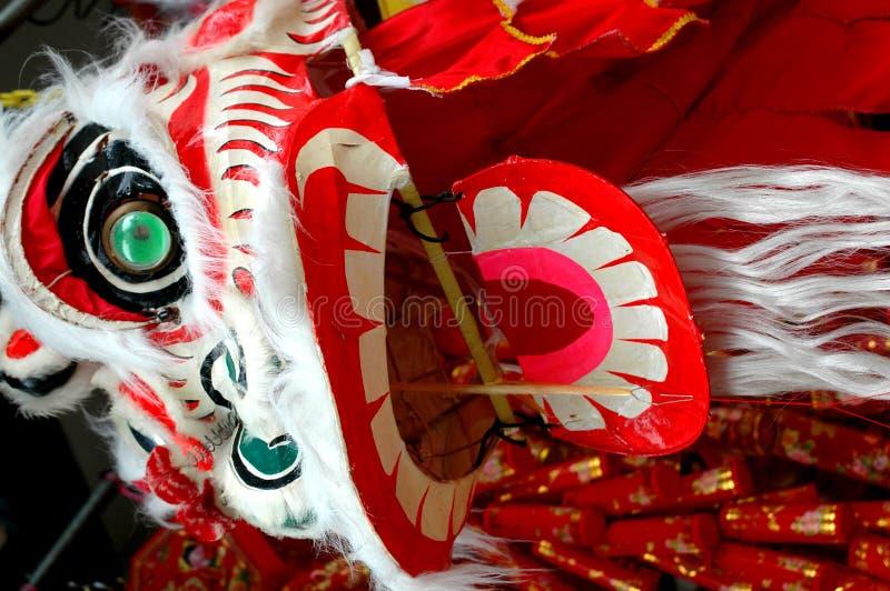 Leone che balla drago cinese fotografie stock