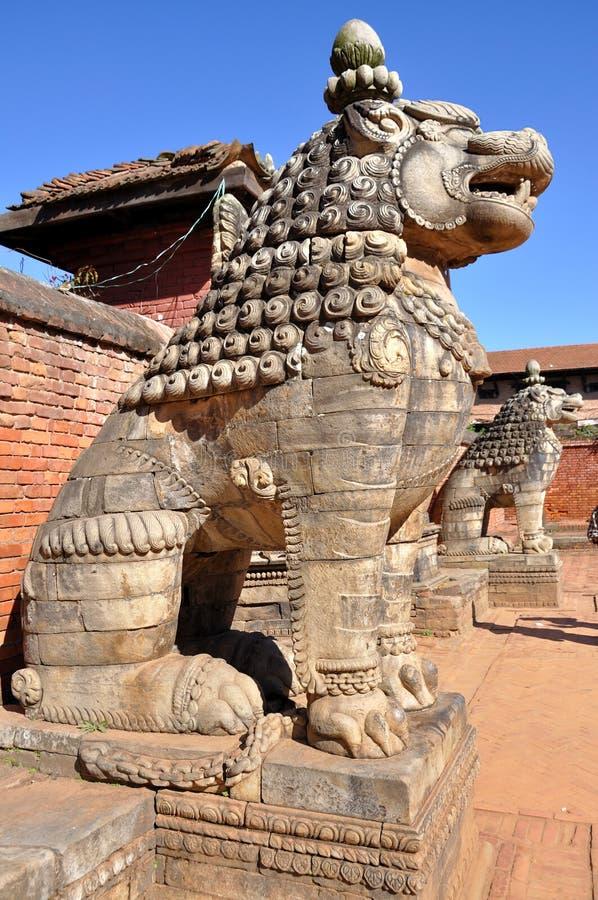 Leone di pietra al quadrato di Bhaktapur Durbar fotografie stock