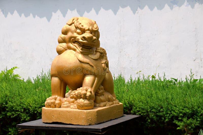 Leone di pietra del tempiale cinese immagine stock