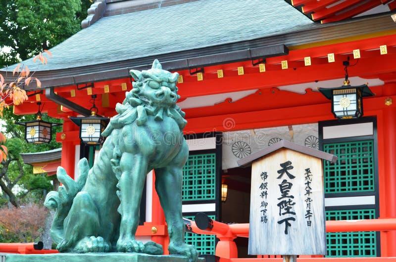 Leone di pietra a Kobe immagini stock