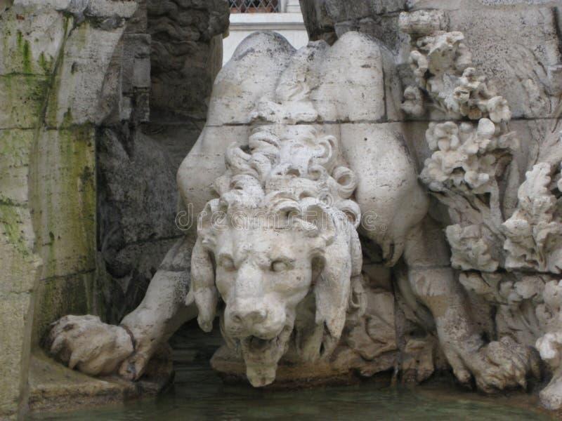 leone-in-Fontana-dei-quatro-fiumi fotografia stock libera da diritti