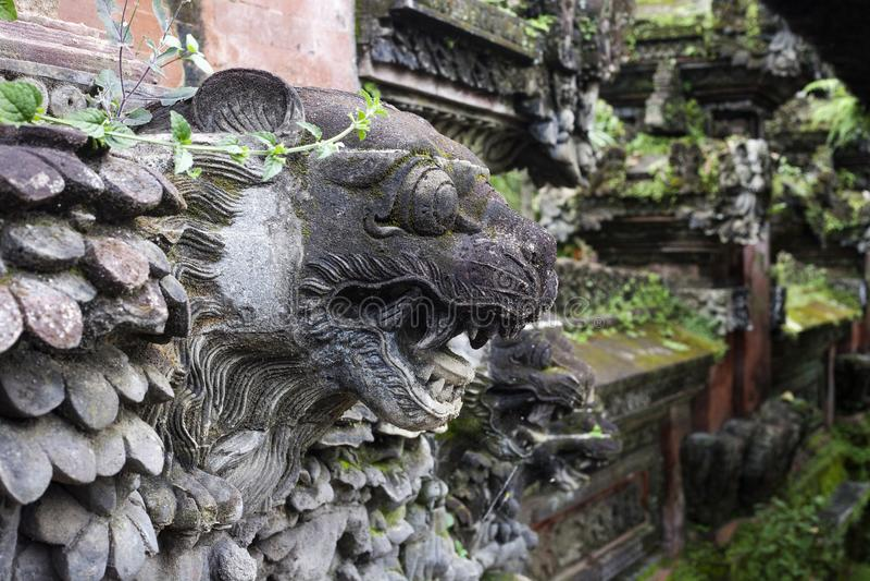 Leones - escultura del templo hindú tradicional en Ubud, Bali fotografía de archivo libre de regalías