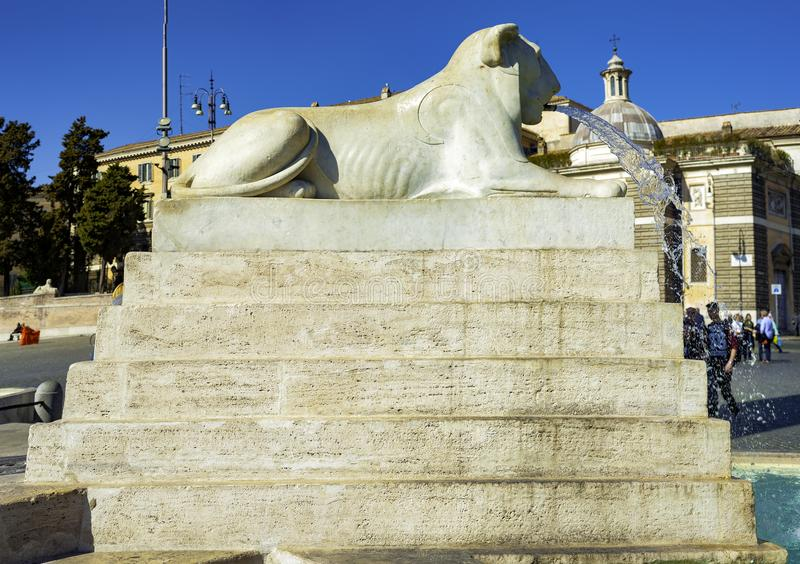 Leoni, fontana, Piazza del Popolo, fotografia stock