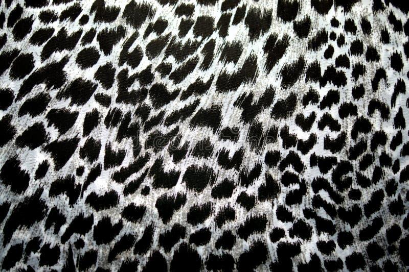 Leopardo, jaguar Modelo de la piel en la tela Color de la impresión y blanco y negro imagenes de archivo