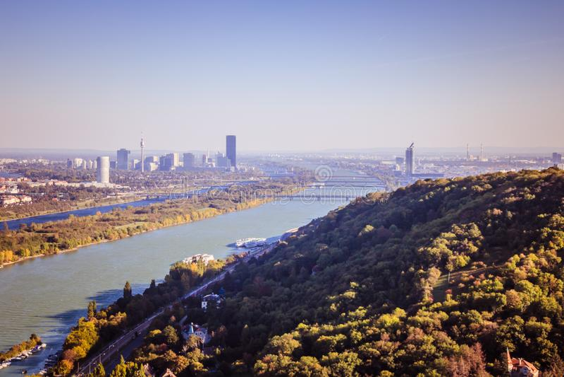 Leopoldsberg im Herbst in Wien, Österreich lizenzfreies stockfoto