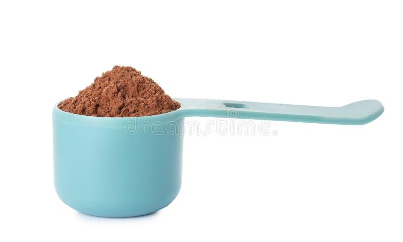 Lepel van chocolade geïsoleerde eiwitpoeder stock foto