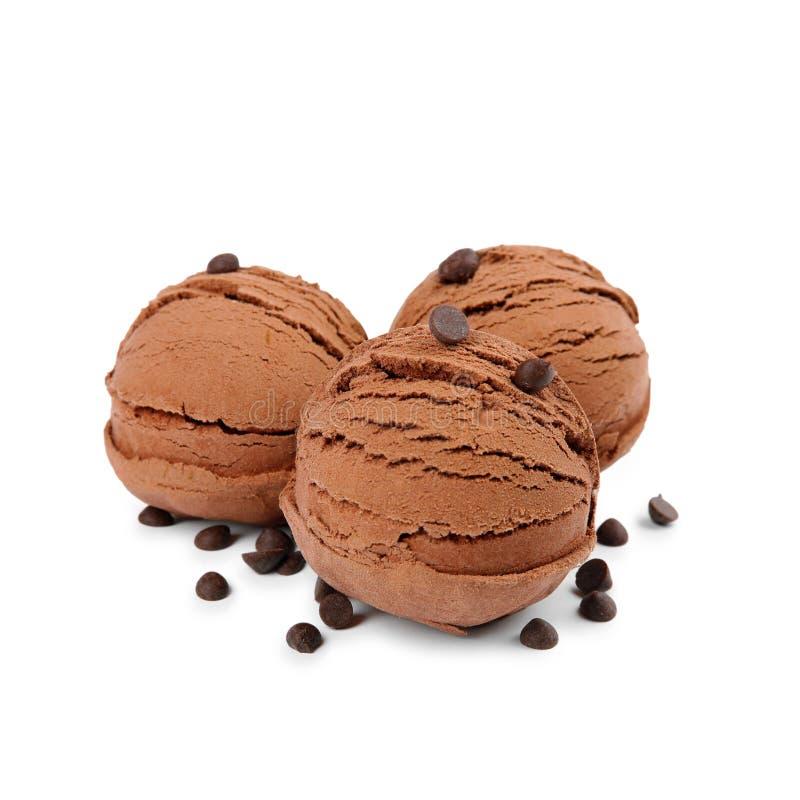 Lepels van geïsoleerd roomijs en chocoladeschilfers royalty-vrije stock afbeelding