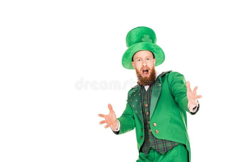 Leprechaun bello emozionante in vestito e cappello verdi immagini stock libere da diritti