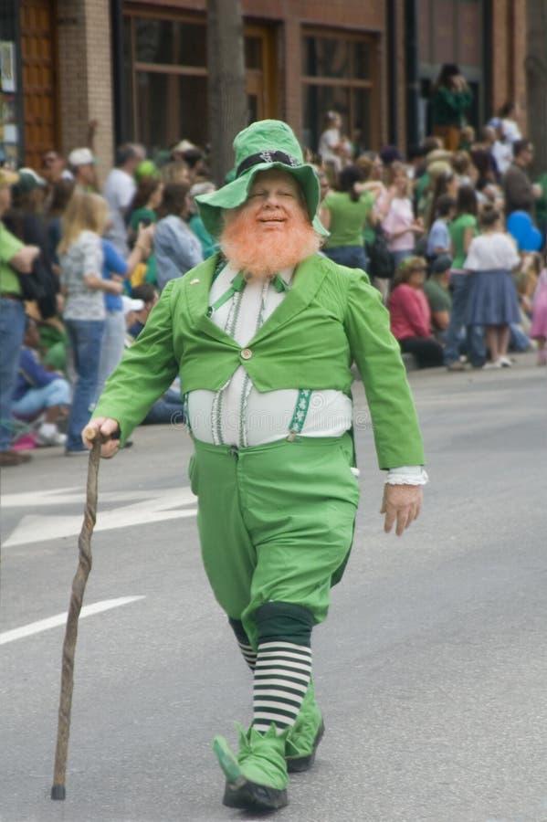 Leprechaun irlandese nella parata fotografia stock libera da diritti
