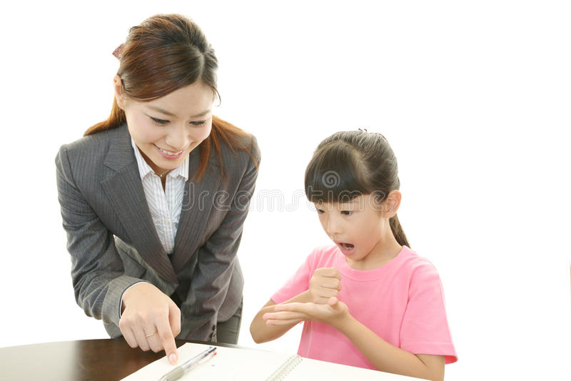 Leraar met tienermeisje het bestuderen. royalty-vrije stock fotografie