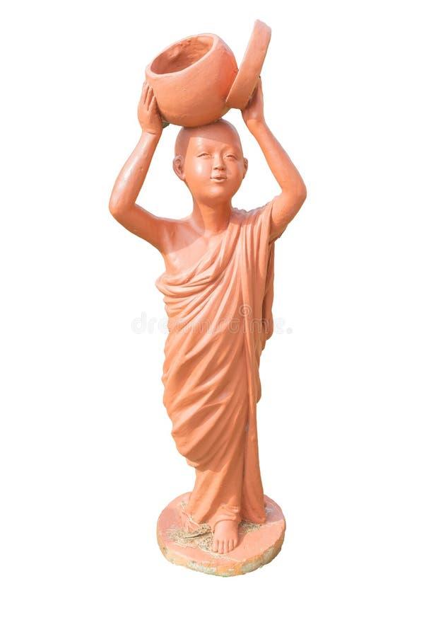 Leradockan av hållande allmosa för den buddistiska novisen bowlar leradockan på thailändskt arkivfoto