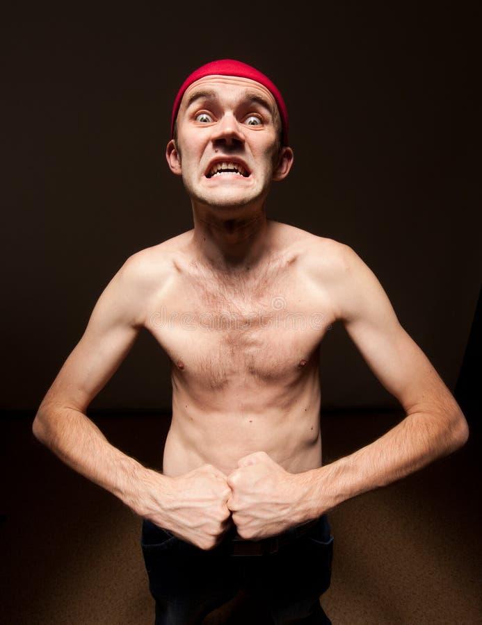 Lerdo engraçado que mostra seu bíceps fotos de stock