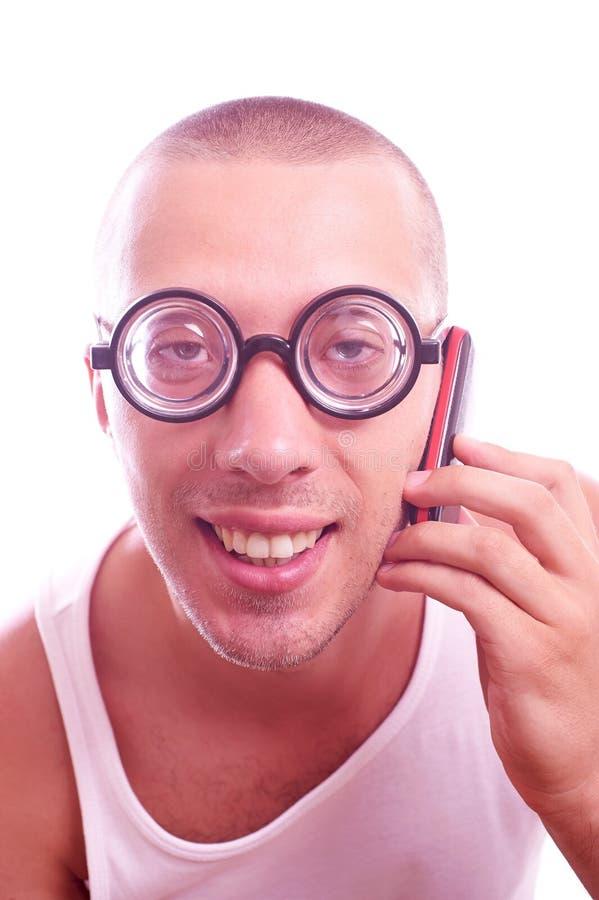 Lerdo satisfeito em chamadas dos monóculos pelo telefone celular imagem de stock
