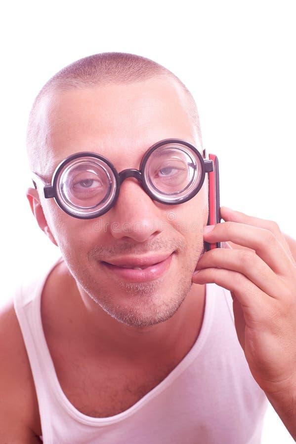Lerdo satisfeito em chamadas dos monóculos pelo telefone celular foto de stock royalty free