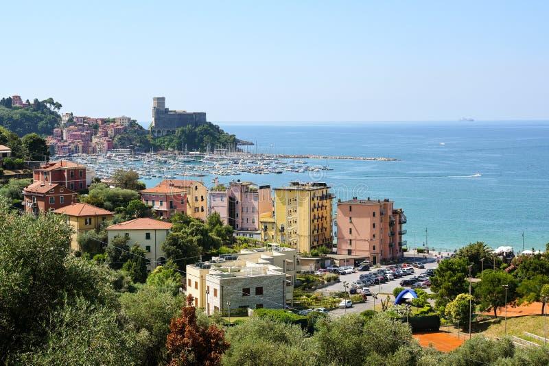 Lerici med port och slott, en pittoresk by i Liguria, landskap av La Spezia och del av italienaren Riviera på golfen arkivbild