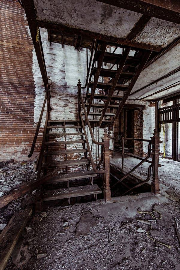 Lerkärl Stad Brygga Företag - östliga Liverpool, Ohio arkivfoto