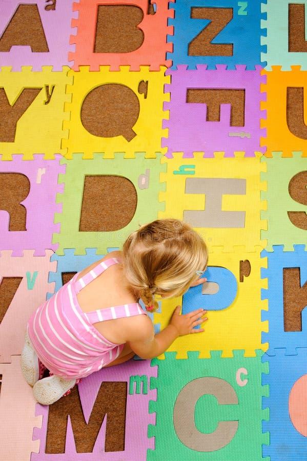 Lernen des Alphabetes stockfoto