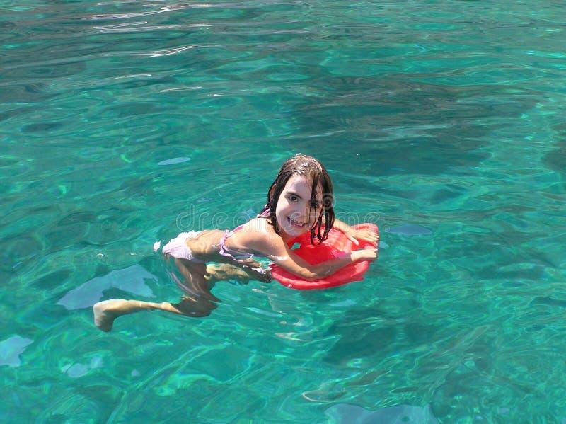 Lernen zu schwimmen lizenzfreie stockbilder