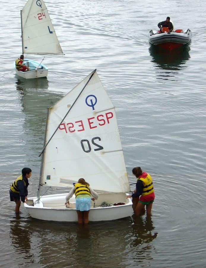 Lernen zu segeln lizenzfreies stockbild