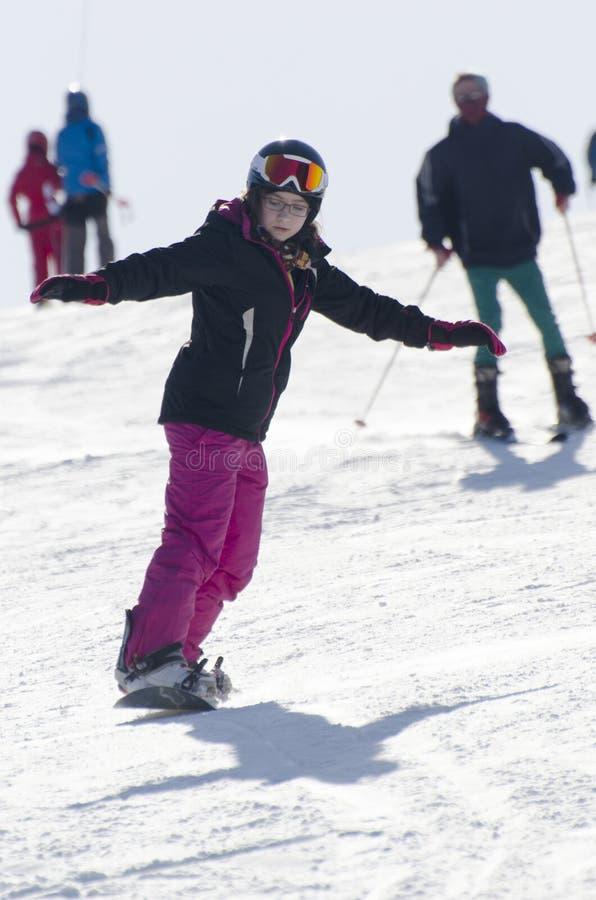 Lernen zum Snowboard lizenzfreies stockfoto